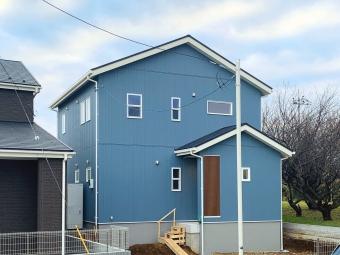 ブルーの外観が爽やかなお家